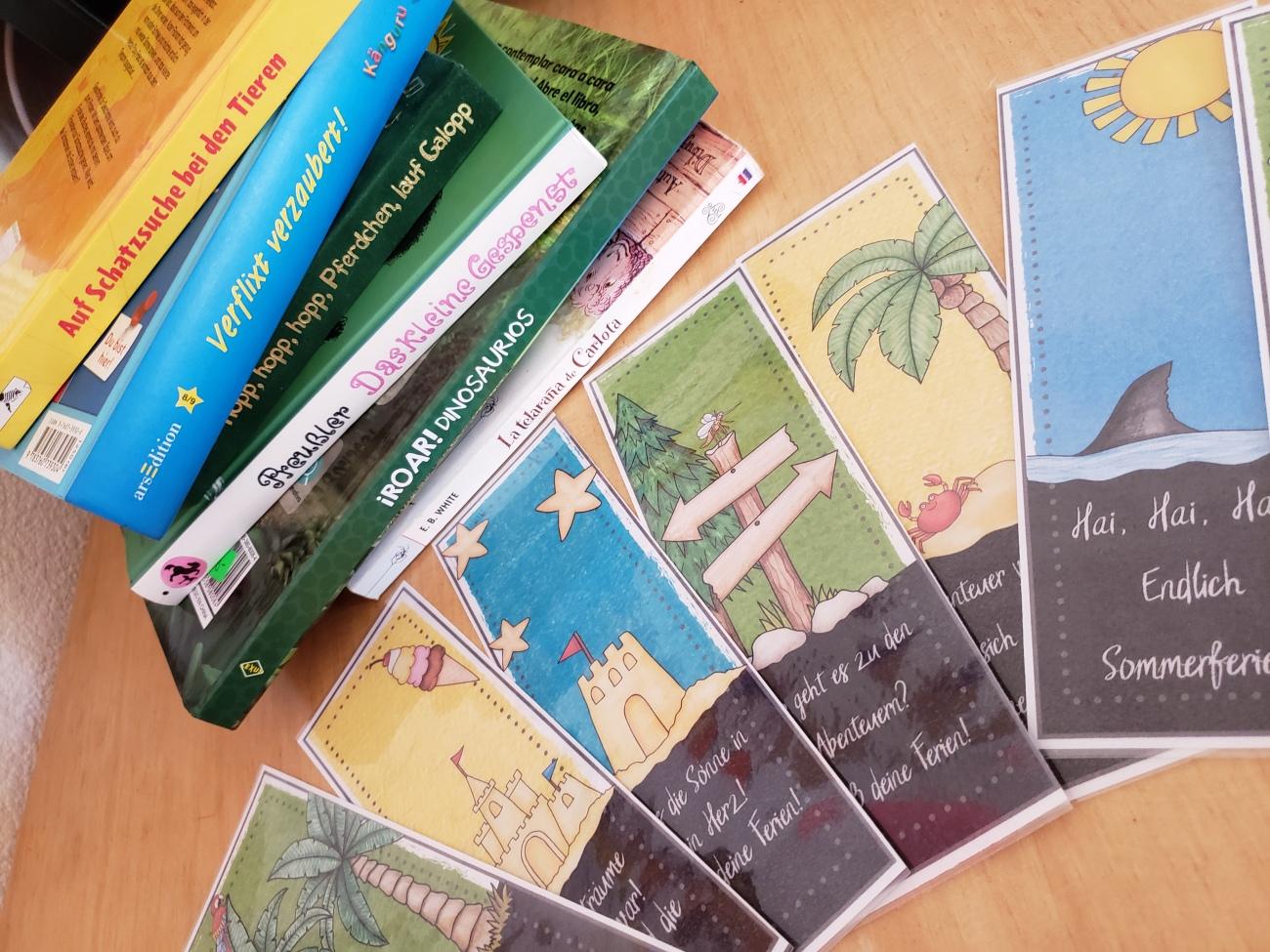 Lesezeichen als kleine Geschenke zu den Sommerferien. Das motiviert zum Lesen, auch in der Schulfreien Zeit.